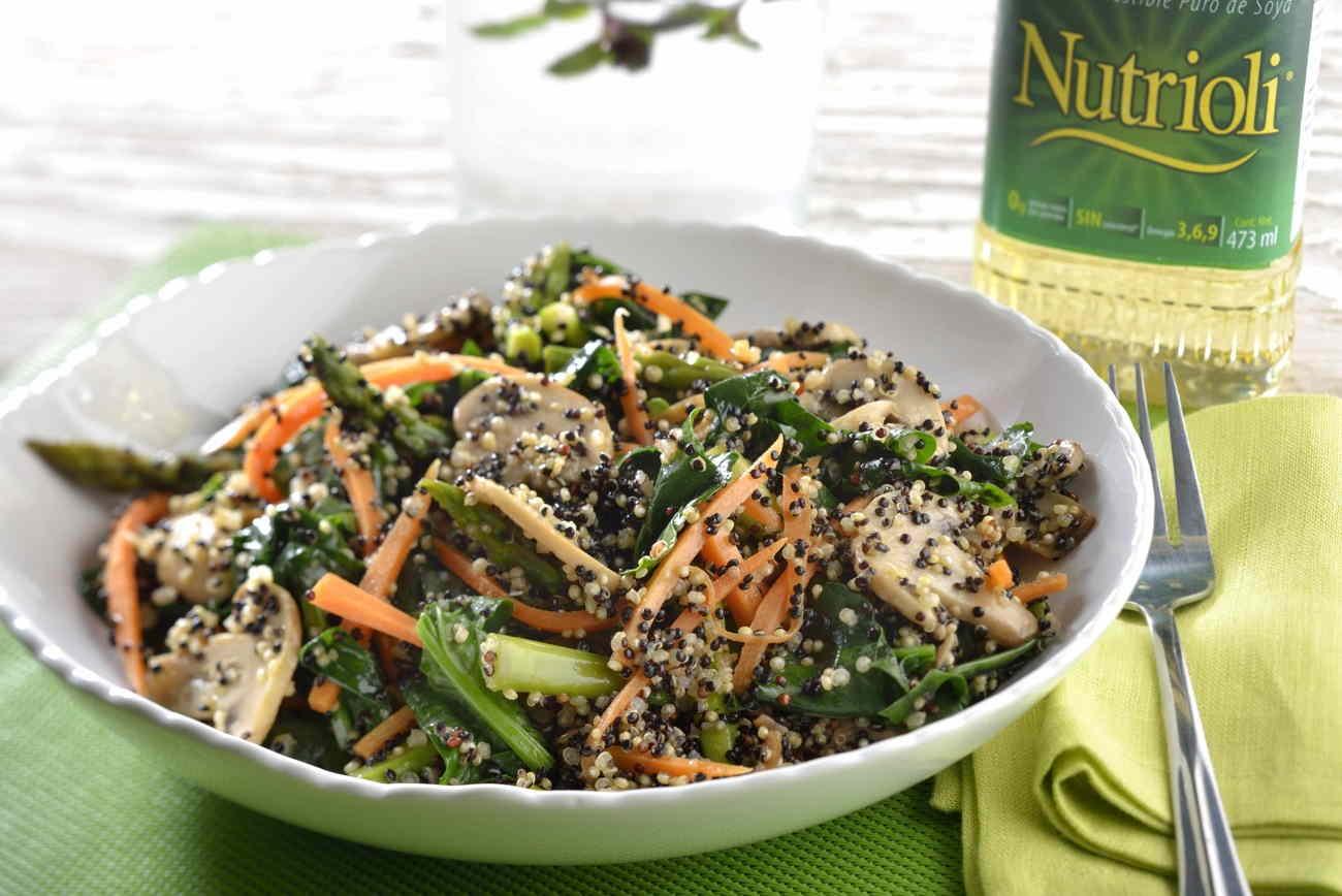 tazón de quinoa y espárragos